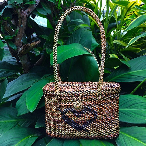 Shoulder Bag Oval with Heart Design Abaca Bag
