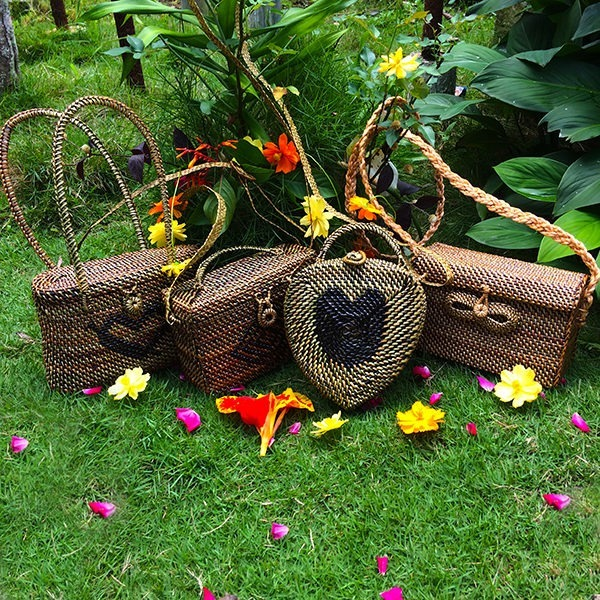 Acorn shape with Heart Design, box type lock Abaca